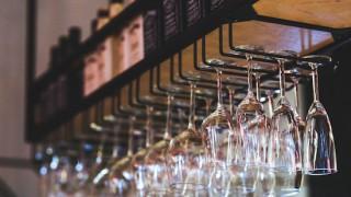 ワイングラスハンガーでオシャレに収納!ワインバーの雰囲気に
