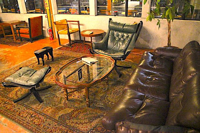 タカムラ店内のソファ席