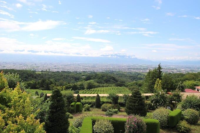 登美の丘ワイナリーからみた景色