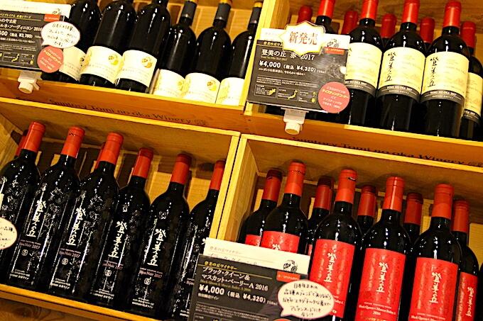 登美の丘ワイナリーのワインショップ
