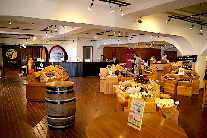 登美の丘ワイナリーワインショップ