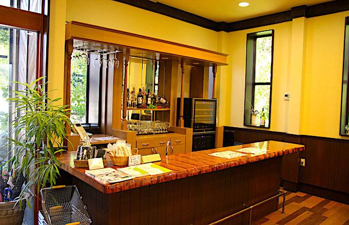 河内ワインのテイスティングカウンター