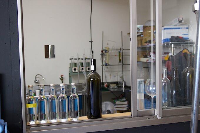 河内ワイン工場内の検査室