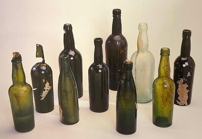 出土したワインボトル