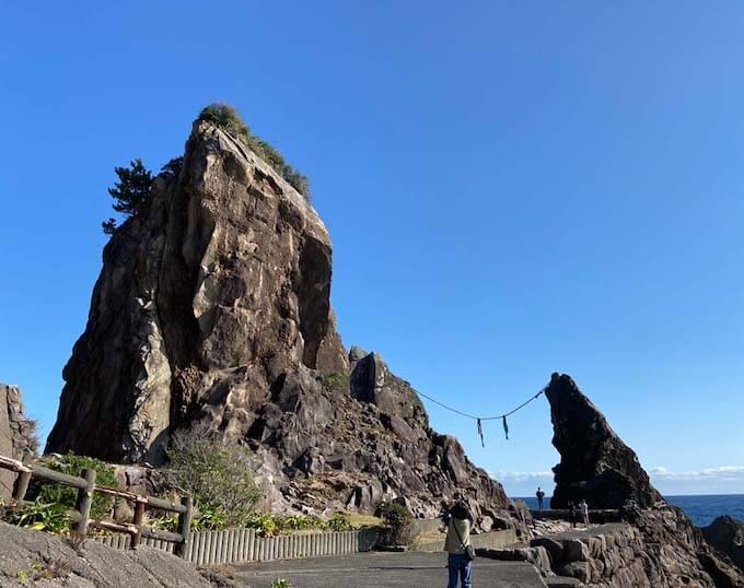 鹿岡の夫婦岩