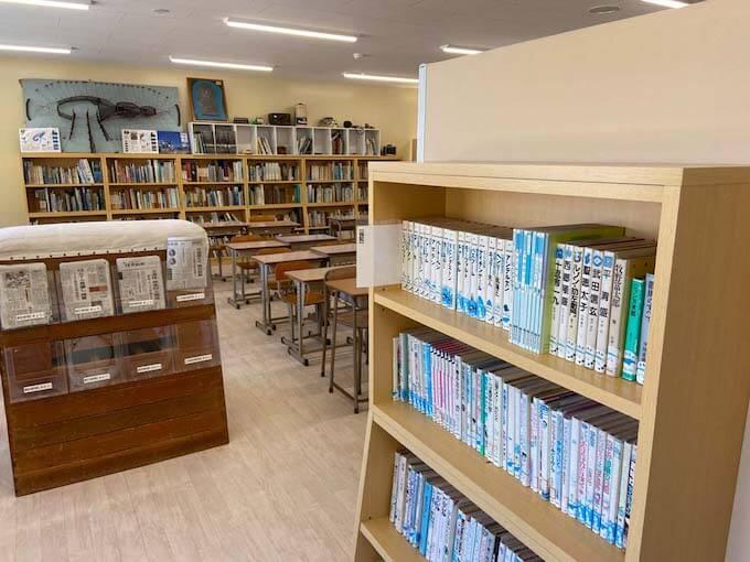 むろと廃校水族館の図書室